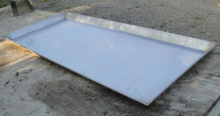 Metal tray with rim